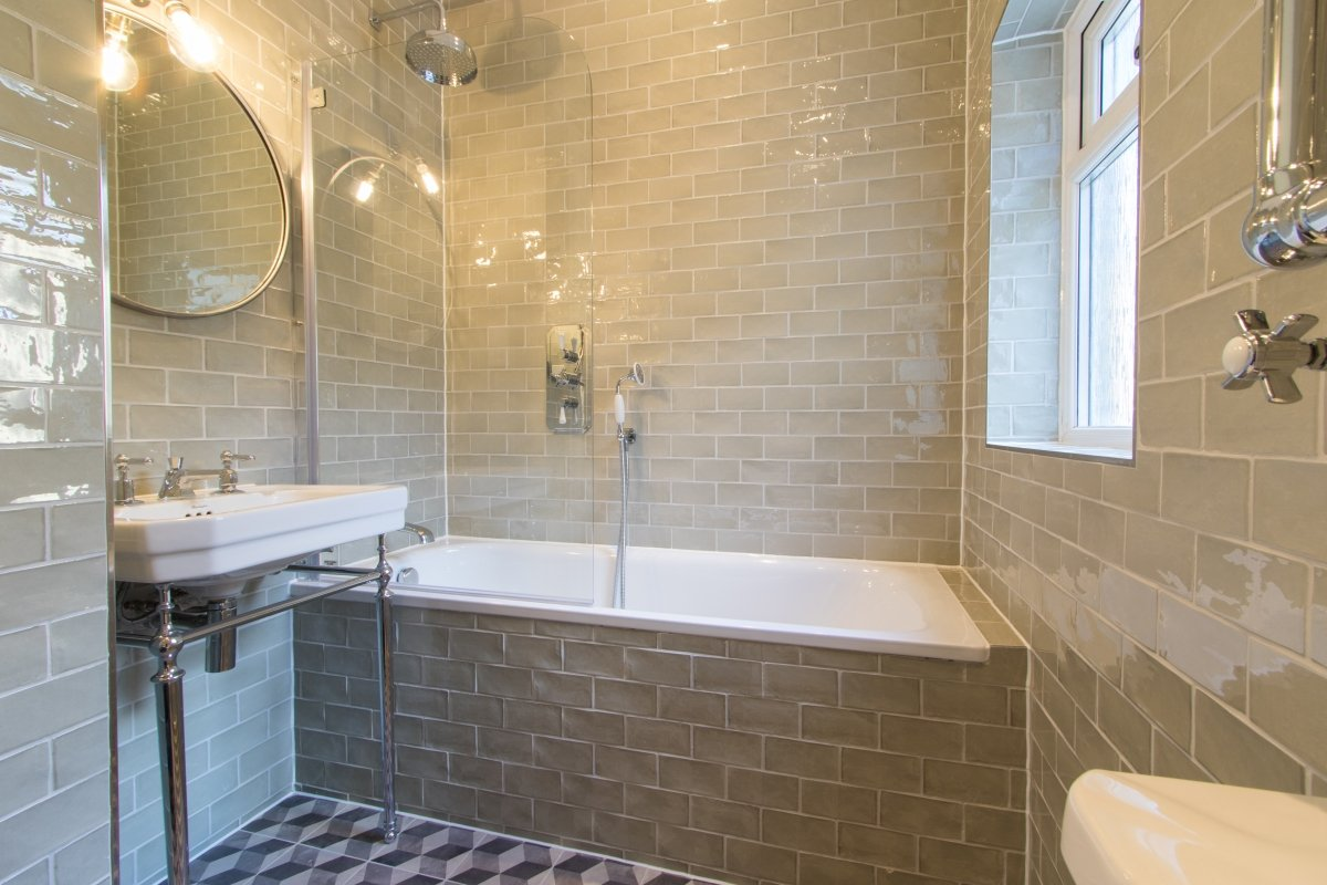 Decorating Your Bathroom on a Student Budget